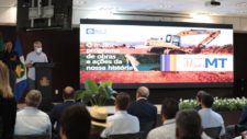Em Cuiabá, prefeito acompanha ordens de serviço para a construção de 2 pontes e 37 km de asfalto na região de