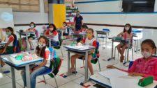 Respeitando medidas sanitárias e de biossegurança, aulas presenciais retornam hoje na rede municipal