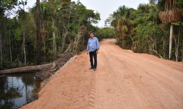 Prefeito visita obras em estrada municipal que dá acesso a PCH Recanto